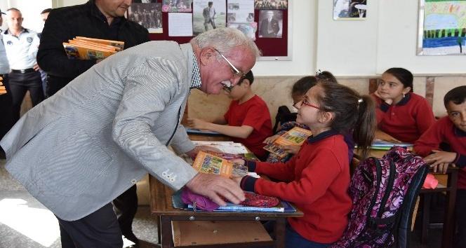 Çevreci Başkan Şengölden öğrencilere çevreci nesil eğitim seti