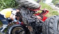Adanada yoldan çıkan traktör devrildi: 2 yaralı