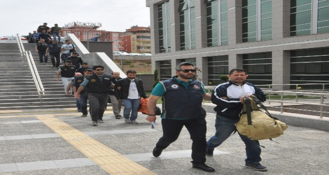 FETÖden gözaltına alınan 20 asker adliyeye sevk edildi