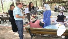 Beyhan Demirtaş, huzurevi ve çocuk evlerini ziyaret etti