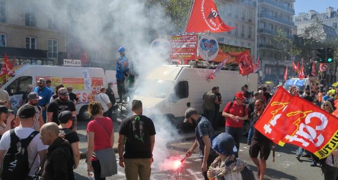 Fransada binlerce kişi sokağa indi