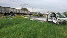 Tavşanlıda yük treni ile kamyonet çarpıştı: 1 yaralı