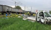 Yük treni ile kamyonet çarpıştı: 1 yaralı