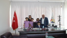 Başkan Karaçelik, koltuğunu çocuklara devretti