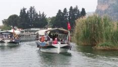 Öğrencilerden Dalyan Kanalı ve İztuzu Plajında çevre temizliği