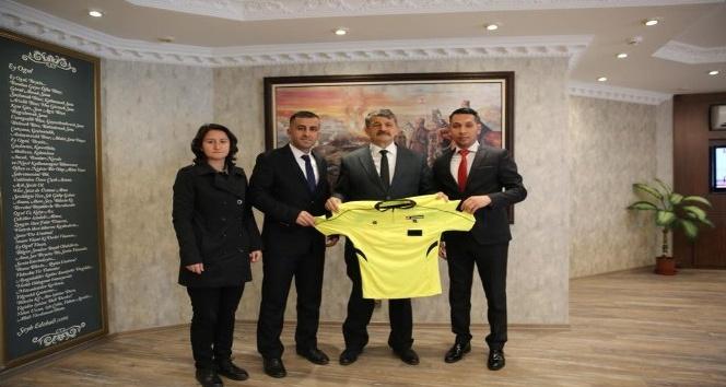 Futbol hakemleri derneğinden Başkan Akına ziyaret