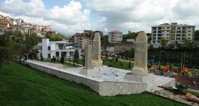 Tonyukuk, Kültigin ve Bilge Kağan anıtlarının heykelleri yerleştirildi