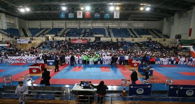 15 Temmuz Şehitler ve Gaziler İller Arası Karate Turnuvası başladı