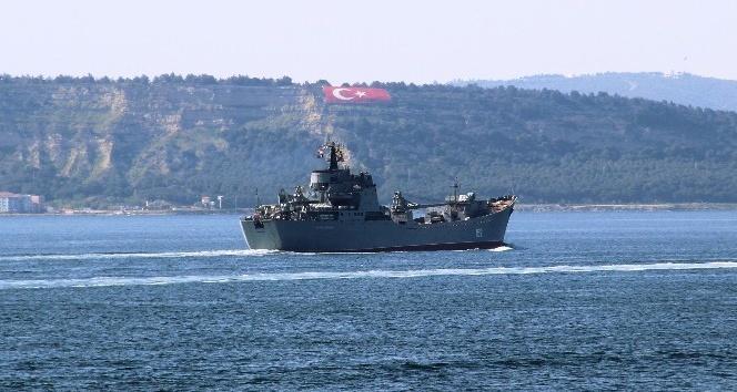 Rus savaş gemileri Çanakkale Boğazından aynı anda geçti