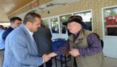 AK Parti Aydın Milletvekili Öz Didimde yeni partililere rozet taktı