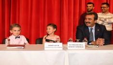 Başkan Çetin koltuğunu çocuklara devretti