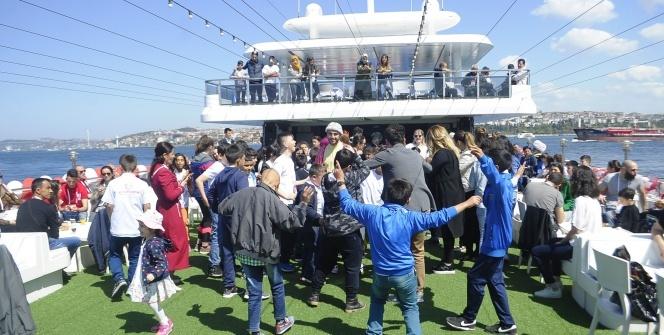 81 ilden gelen 81 çocuk, ilk kez İstanbul'u ve denizi gördü