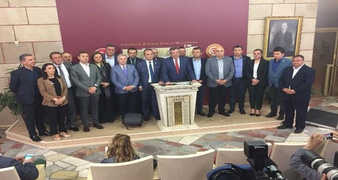 CHP Sözcüsü Tezcan: Genel Başkanımızın talimatıyla istifa ettiler