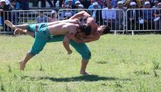 Antalyada Karakucak Güreşleri sahile taşındı
