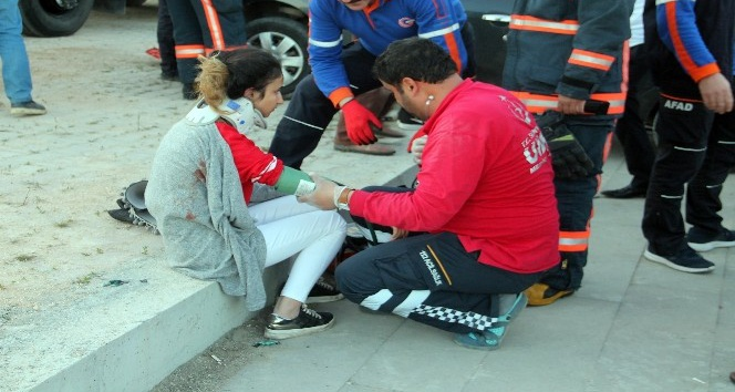 Elazığda kamyonet ile otomobil çarpıştı: 7 yaralı