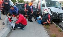 Kamyonet ile otomobil çarpıştı: 7 yaralı