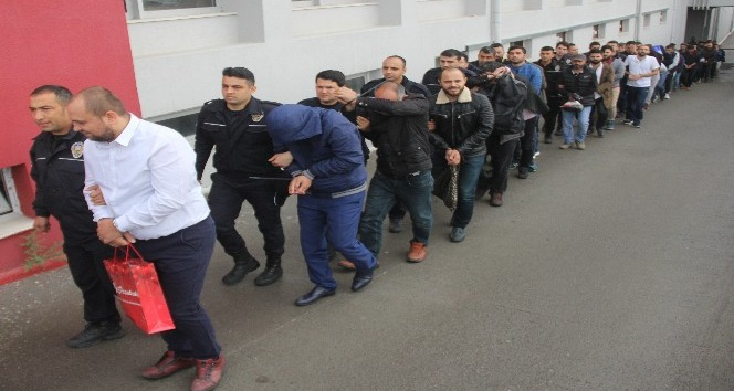 Adana merkezli 10 ilde yapılan Son Alo operasyonunda tutuklanan telefon dolandırıcısı Kemal Gözüaçıkın Whatsapptan yaptığı telefon görüşmesinde elemanlarına verdiği dolandırıcılık önerileri ortaya çıktı
