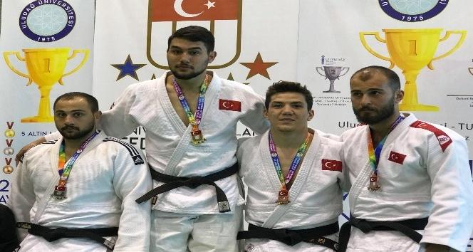 NEÜlü öğrenciler judo şampiyonasından derecelerle döndü
