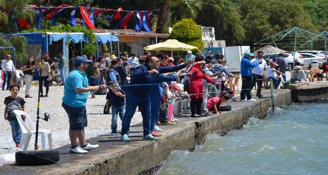 Milasta aileler çocuklarıyla balık tuttu