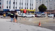 Sinop meydanında yol çöktü
