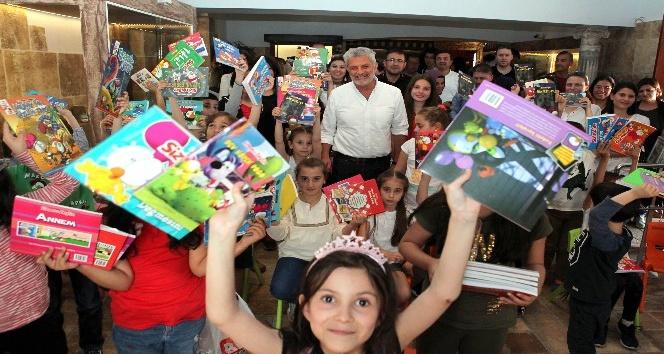 Salih Memecan Oyuncak Müzesinde Antalyalı çocuklarla buluştu