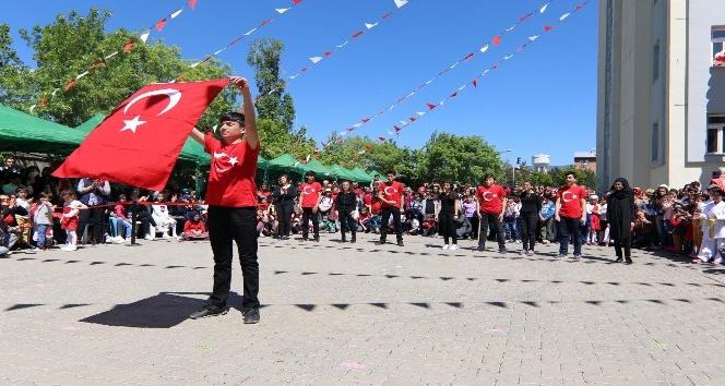 Elazığ, Bingöl ve Tuncelide 23 Nisan coşkuyla kutlandı