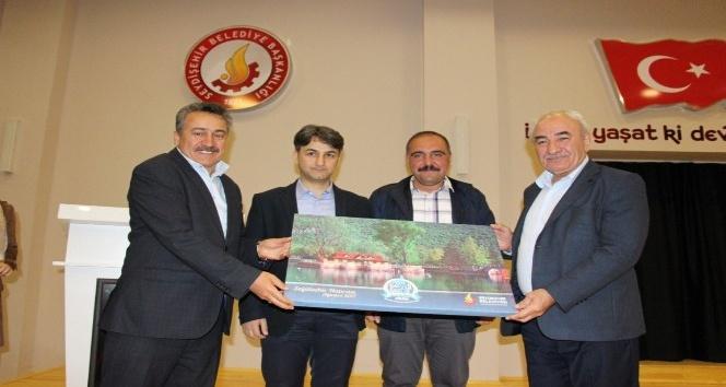 Seydişehirde yazar Vehbi Vakkasoğlu konferans verdi