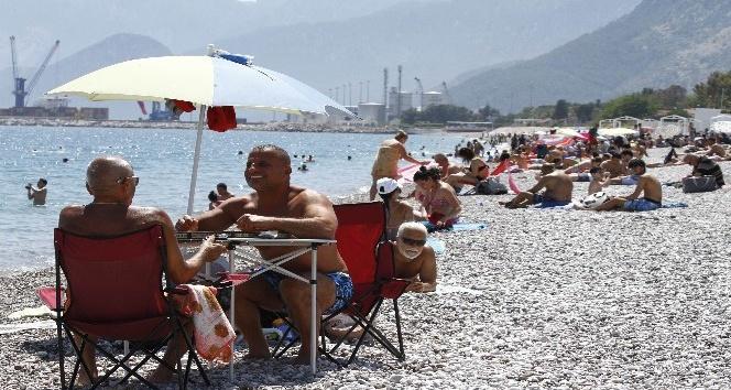 Antalyada sahillerde 23 Nisan yoğunluğu