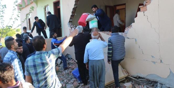 Gece yarısı korkutan deprem! Okullar tatil edildi