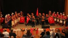 Belediyenin çocuk korosu ve halk oyunları ekibi doldurdu