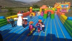Çocuklar için devasa oyun parkuru kuruldu