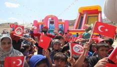 Suriyede savaşın çocukları gönüllerince eğlendi