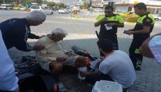 Motosikletin altında kalan yaşlı adam yaralandı