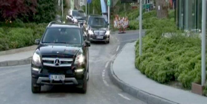 11. Cumhurbaşkanı Gül, yaptığı görüşmeler sonrası ofisinden ayrıldı