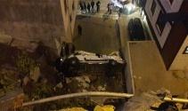 Servis aracı 20 metreden düştü