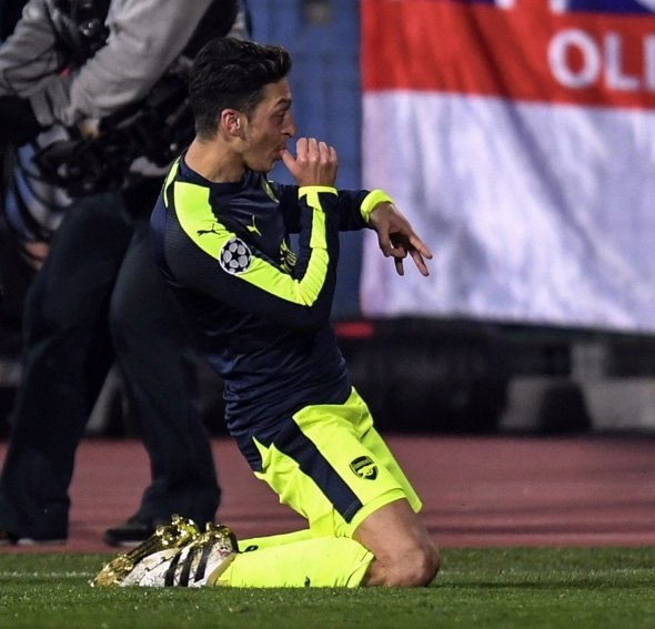 Mesut Özil'den alkışlanacak hareket