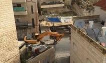 İsrail, Filistinli bir ailenin evini yıktı