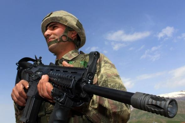 Mehmetçik milli silahlarla teröre geçit vermiyor
