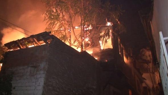 Ankara Kalesi'nde büyük yangın: 7 ev küle döndü