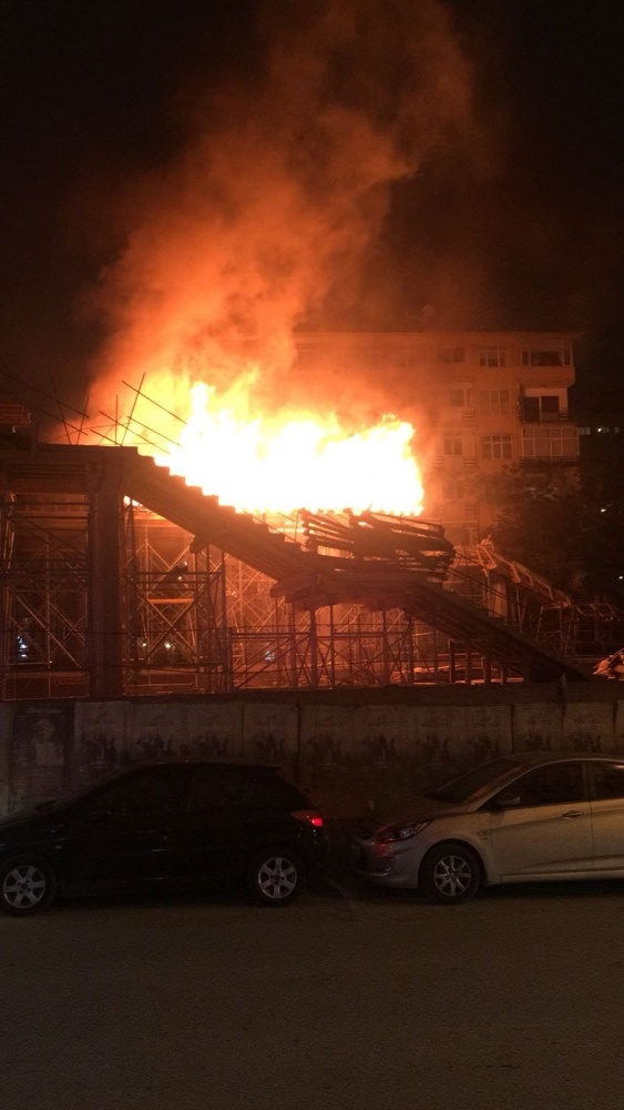 Hızlı tren inşaatı alev alev yandı