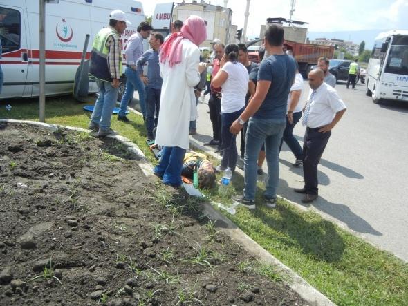 Edremit'te ambulansın karıştığı kazada kavşak savaş alanına döndü: 2 yaralı