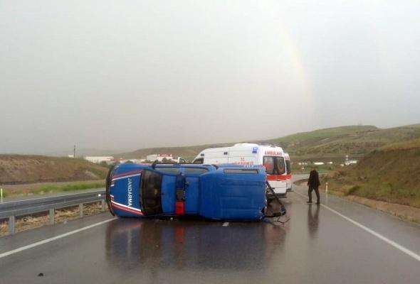 Beypazarı'nda askeri araç devrildi: 5 yaralı