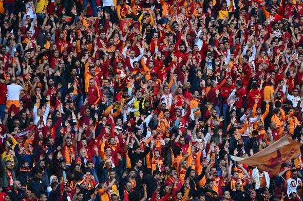 Galatasaray taraftarından Aziz Yıldırım tezahüratı! 'Bizi bırakma'