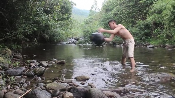 Suyun kenarına bunu yaptı! Taşları dizdi ve...