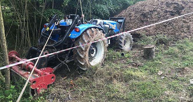 Devrilen traktör altında kalan sürücü hayatını kaybetti