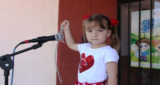 Minik kız İstiklal Marşını ezberledi çevresine örnek oldu