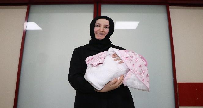 Parmak bebek Hatice Büşra 105 günün ardından yaşama tutundu