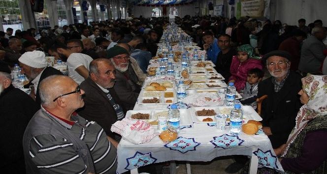 Sivas'ta 2 bin kişi iftar çadırında orucunu açtı