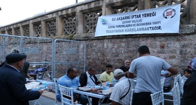 Selimiye'nin gölgesinde ilk iftar coşkusu