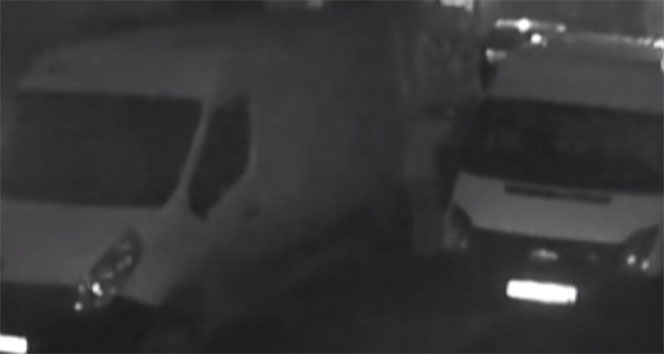 Minibüsle gelen hırsızlar başka bir minibüsü soydu